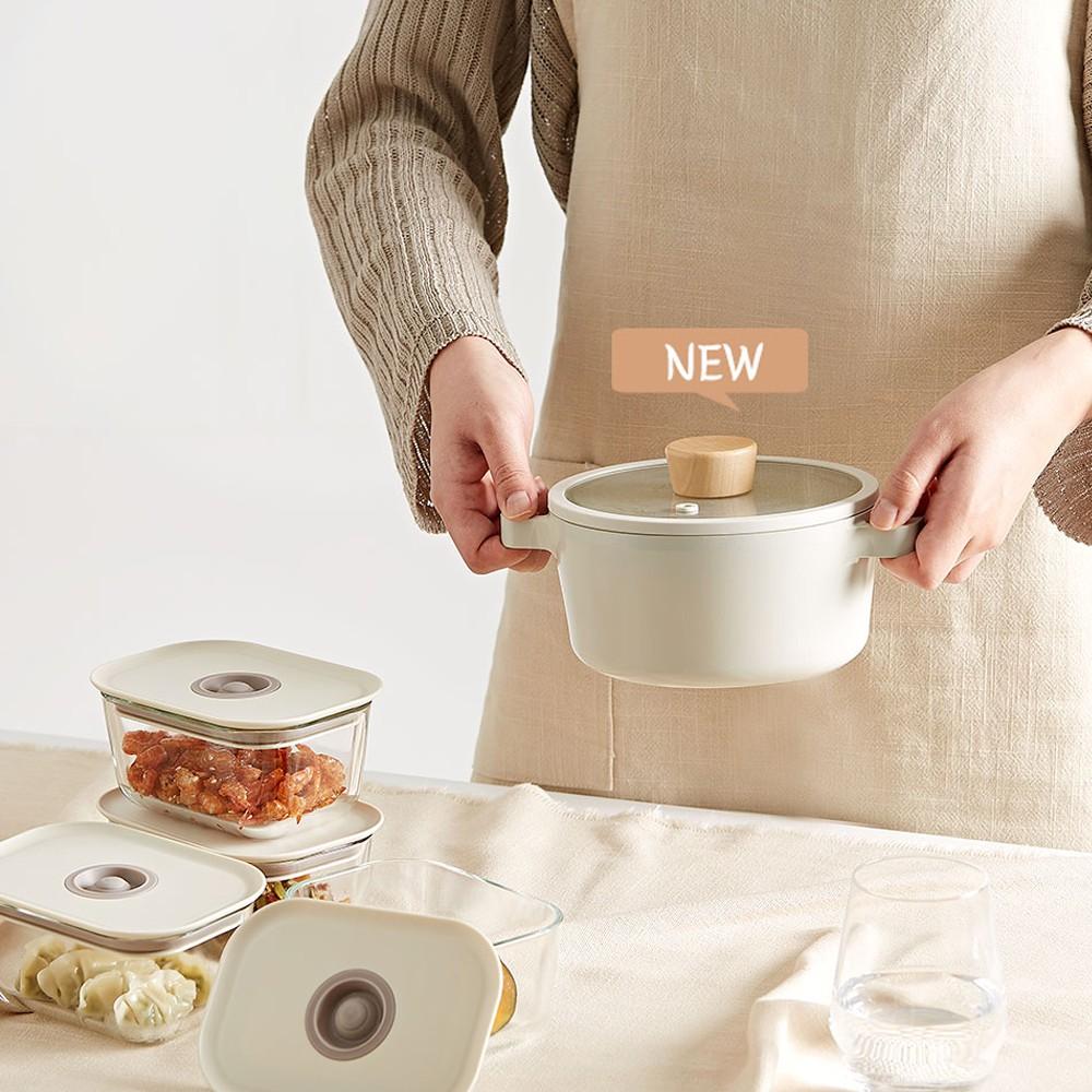 Bộ nồi 5 món có thể dùng cho nhiều món ăn khác nhau. Kiểu dáng đơn giản, khá nhỏ gọn, đáng yêu. Và mang phong cách rất Hàn Quốc!