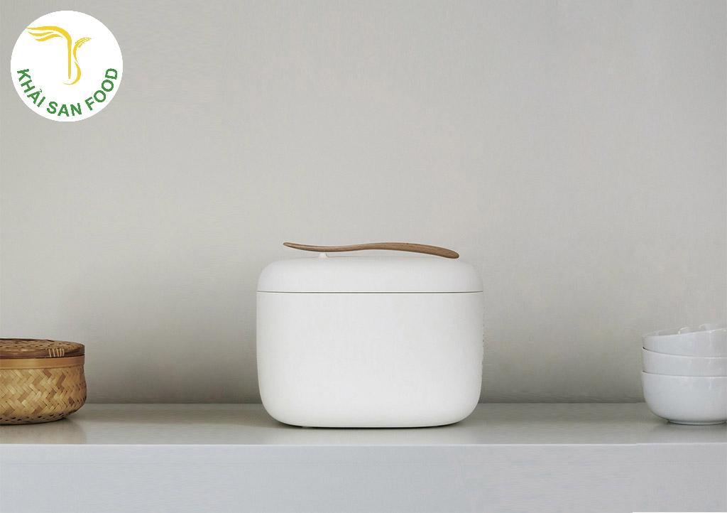 Tại sao phần lớn các cửa hàng bán đồ dụng cụ nhà bếp đều ưa chuộng phong cách tối giản đến như thế? Bởi chúng ít lỗi thời, phù hợp với nhiều không gian nhà khác nhau. Và quan trọng là chúng giúp khách hàng cảm thấy thoải mái.